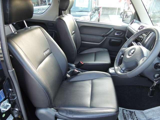 運転席の写真です。専用内装となっております!