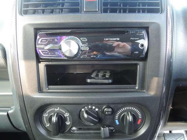 社外CDプレーヤーがついておりますのでお好きな音楽を聴くことができます!