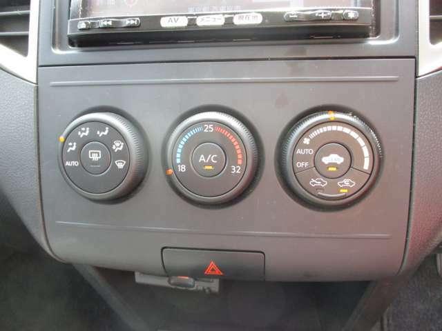 ボタンが大きく操作し易いオートエアコンを装備☆