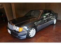 1992年生産の1993年登録、いわゆる初期の「ポルシェライン」と呼ばれるモデルです。