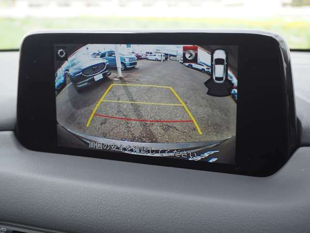 車庫入れに便利なバックカメラ装備です。