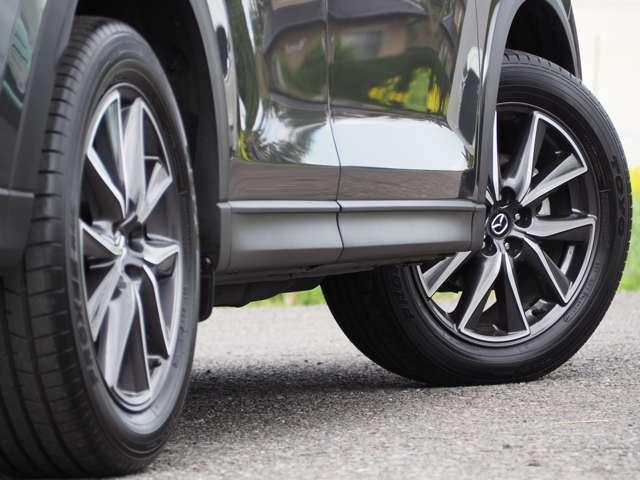 タイヤサイズは225/55R19+アルミホイール装備です。