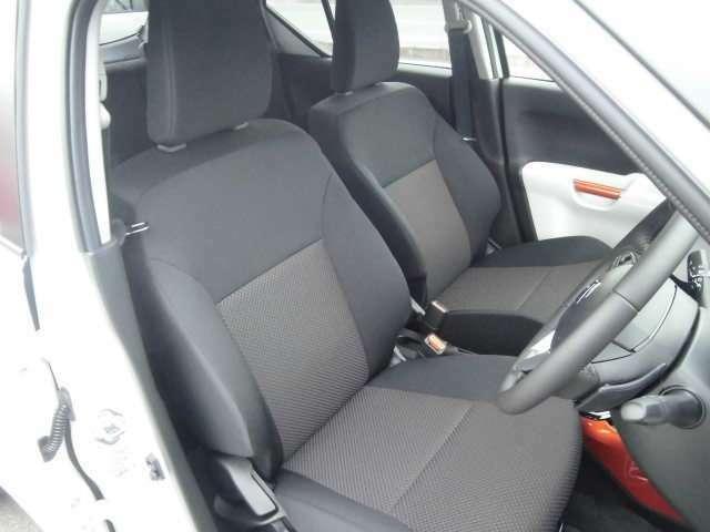 シートヒーターやシートリフターが付いた運転席は、快適です