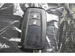 スマートキーをバックやポケットに携帯していれば、キーを取り出すことなく、ドアの施錠・解錠出来ます。