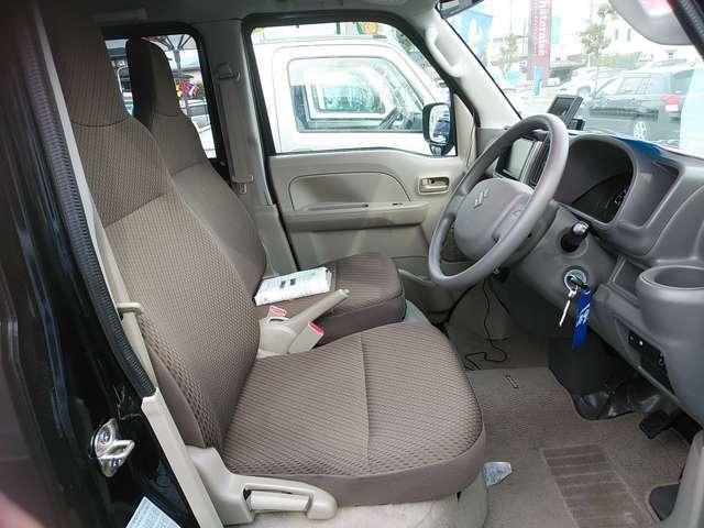 モケットシートで長時間の運転も負担が小さいです!シミや破れもなくきれいでうしょ♪