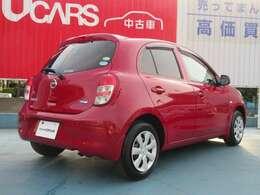 色は赤色です。お求めやすい価格なので安いお車をお探しの方などはぜひ!