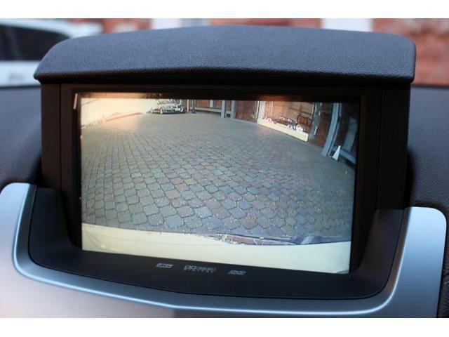 純正バックカメラも装備されておりますので後方の障害物も確認して頂きやすいです。