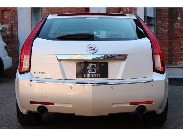 ワゴン車独自の特徴的な縦型テールライトになっております。
