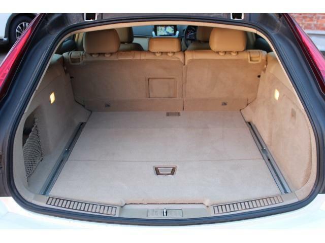 セカンドシートを使用していても大容量のトランクスペースがワゴン車の魅力の一つになっております。