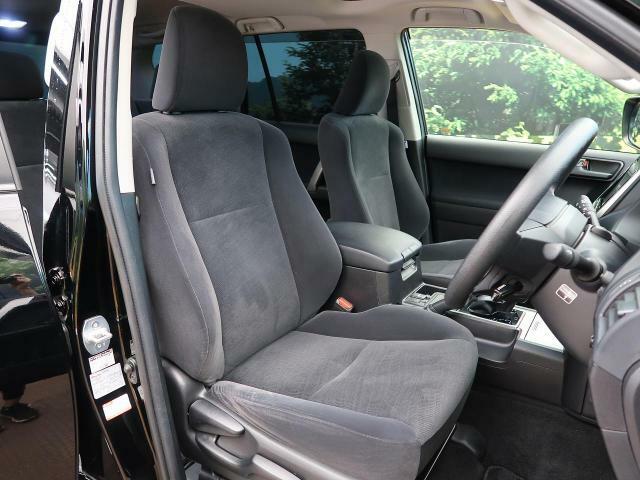 運転席は視界が高いので、大きめのSUVですが女性の方も運転がしやすいと思いますよ☆