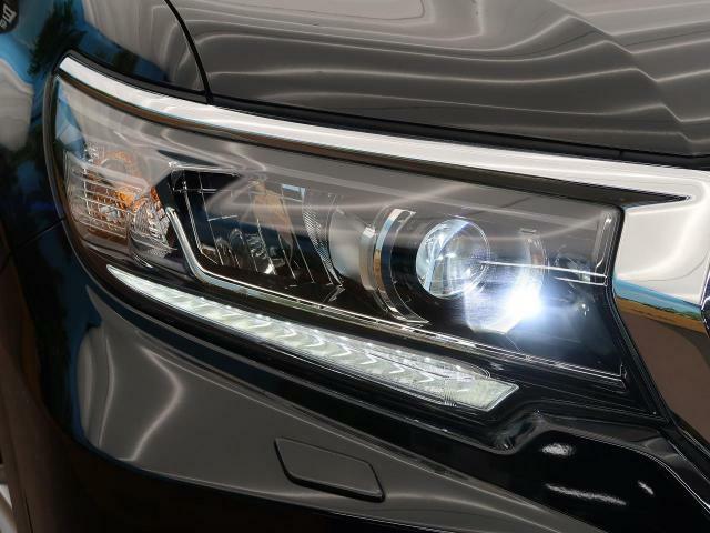 LEDヘッドライトを装備♪LEDヘッドライトはハロゲンヘッドライトに比べて大光量で、遠方視認性を向上させてくれる為夜間の運転をより安全にサポートしてくれます♪