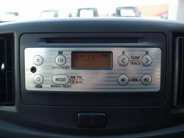 ■純正CDオーディオ(AUX端子対応のスマホやオーディオプレイヤーを接続できます♪)