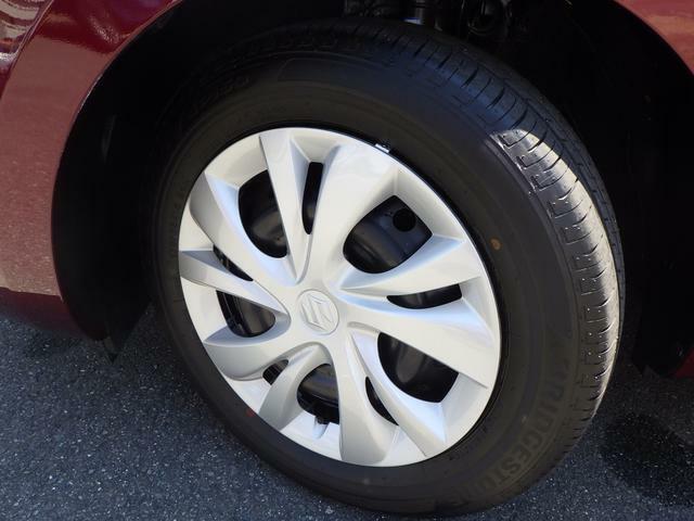 シンプルで飽きの来ないデザインのホイールキャップ。タイヤ溝もしっかり残っています!