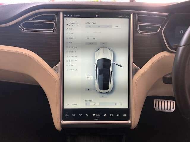 タッチパネルの17インチ大きなスクリーンでエアコン設定・車両設定など全てが操作できます。バックカメラもとても見やすいです!」