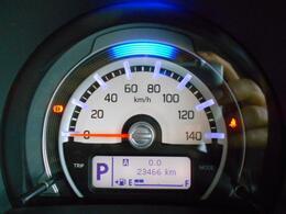 シンプルで見やすいメーターデザインですが、下部のディスプレイではさまざまな車両情報もご確認いただけます。