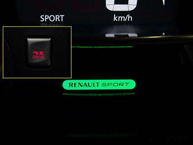 """""""R.S.DRIVE""""を押すと、メーター部の""""RENAULTSPORT""""が点灯!そして過激なパワー!担当者Nにが確認のところ、エグゾーストノートもどことなく変化・・・(続く)"""