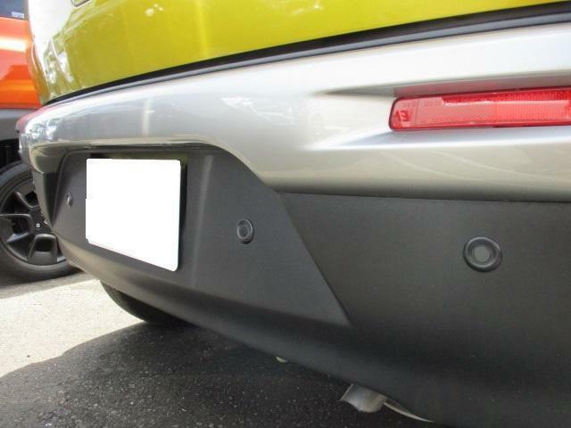 後退時ブレーキサポートとリヤコーナーセンサーを装備!