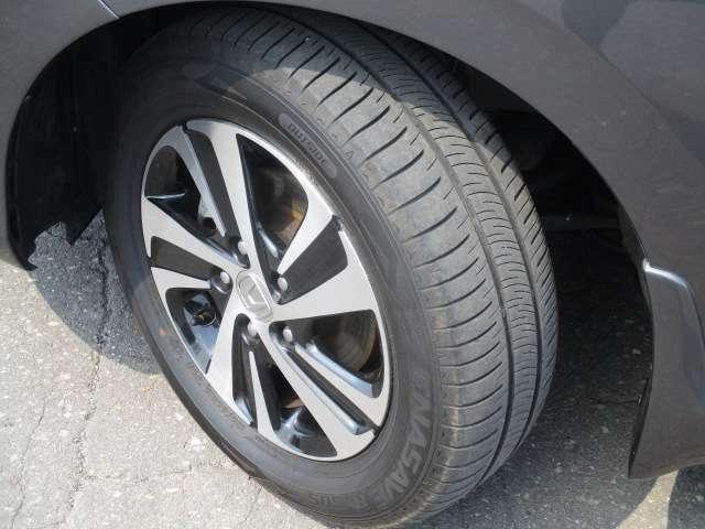 タイヤサイズは、185/65R15です。