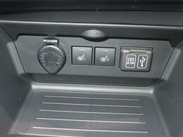 フロントシートヒータースイッチ、USB充電ソケット、アクセサリーソケットと便利な機能、スイッチがひとまとまりに。