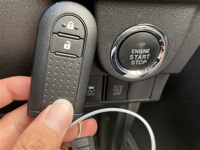 【 プッシュスタート & スマートキー 】キーを取り出さずポケットやバックにいれておくだけで解錠・施錠・始動が出来ちゃいます!