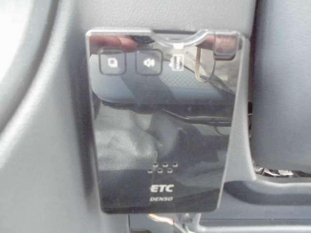 便利なETC付きで高速道路も楽々です♪後からつけるなら手間も費用もかかりますが、このハイゼットカーゴなら既に搭載済ですので安心ですね!