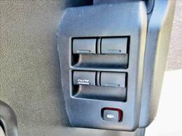 【電動格納ミラー】ボタン一つでミラーの開閉が可能!お好みの位置に微調整してご使用ください♪