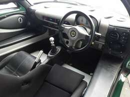 この111Rからはエリーゼシリーズで初めて、ブレーキにマスターバックとABSも装備されています。