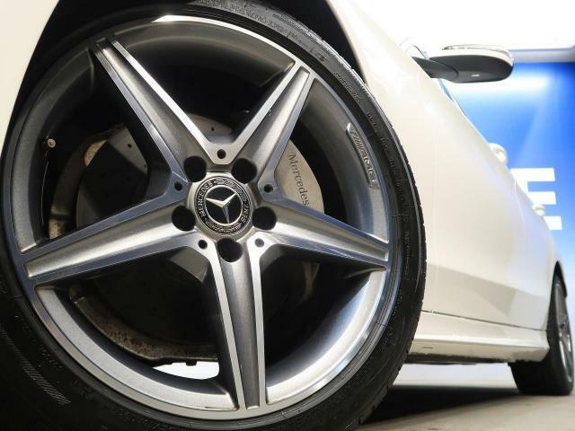●純正AMG18インチAW『輸入車ならではの卓越した走りを支えるホイールと足回りです!日本車の走りに慣れている方にもぜひ体感して頂きたい程高いレベルでまとまっています!』