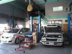 整備工場完備☆整備のプロが一台一台丁寧に整備し安心してお乗り頂けるように勤めております!