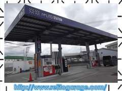 併設するガソリンスタンドです。メンテナンスパスポート・車購入頂いたお客様は更に5円引きで対応。ヨコハマタイヤ正規取扱店。
