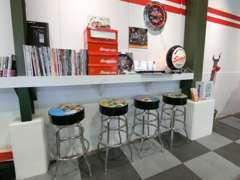 ガレージをイメージしたお店作りをしております。店内装飾、使用工具にも拘っております。