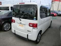 キャラバンなどのミニバン系の大型の福祉車両の他に、ご覧のような軽自動車の福祉車両も在庫しております。