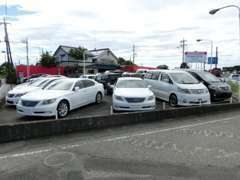 福祉車両だけではございません!アルファードや国産セダン、そして軽自動車なども在庫しております。