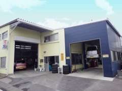自社整備工場「Garage703」完備!