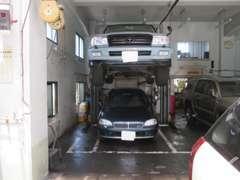 弊社は認証工場ですので車検、点検整備も可能です。リフト3台、タイヤチェンジャー完備しております!