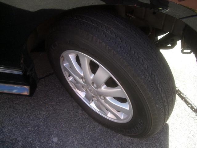 純正アルミホイール タイヤの山有ります