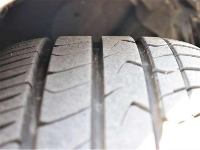 【タイヤ】8分山以上!安心のタイヤ(トーヨー)で楽しくドライブして下さい!交換の必要もありませんので余分な費用もかかりません!お早めにご検討ください!