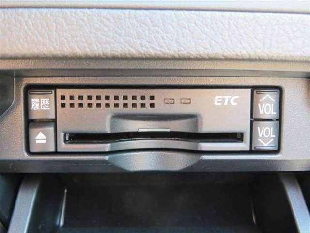 ETCはビルトインタイプになります。クルマ本体のパネルに埋め込むような形になりますので、スッキリとした室内になりますね!