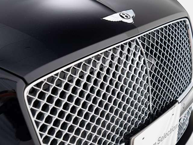 Bang&Olfsenサウンドシステム for Bentley(886,500)ブライトクロムロワーバンパーマトリックス(176,900)LEDウェルカムランプ by Mullner(74,800)レッドキャリパー(229,000)