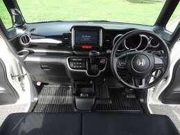 【運転席周り】インパネ周りの画像です。使用感少なく品質の高い室内です。運転のしやすさもオススメポイント!ぜひ一度ご覧くださいませ。