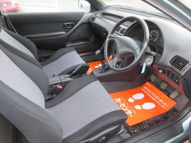 大変清潔感のある車内空間になります。粗悪なダメージや使用感、スレ、汚れ一切ございません!社外品の取り付けも無く安定の純正クオリティです。