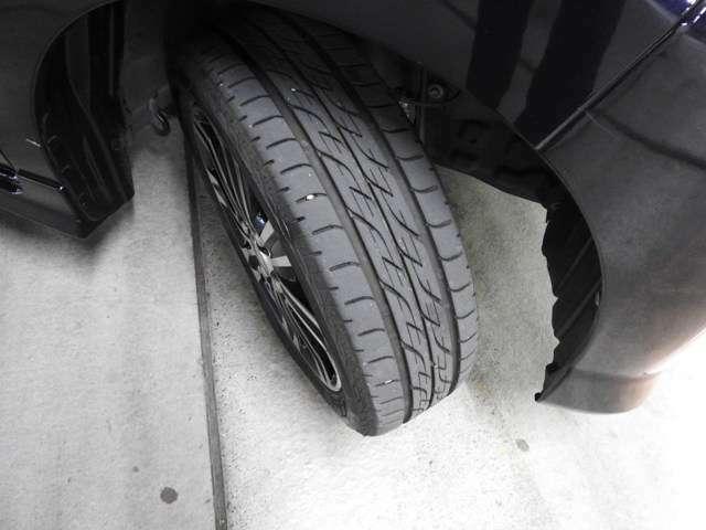 ☆タイヤの溝もバッチリ残ってて、あんしんドライブができます♪足まわりの状態も良好です☆