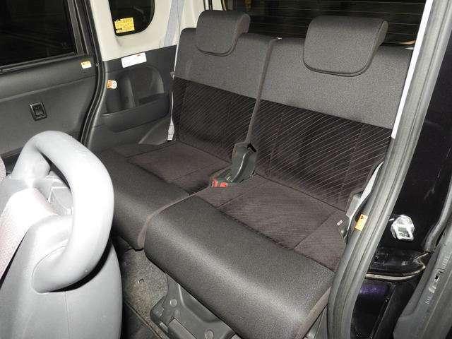 後席は、軽自動車なのにまるでビジネスクラスを思わせるような余裕の室内空間と上質感!思わずえっ?!軽ってこんなに広いの?!って言っちゃうのもうなづけます♪
