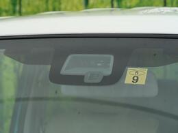 レーダーブレーキアシスト『渋滞などでの低速走行中、前方の車両をレーザーレーダーが検知し、衝突を回避できないと判断した場合に、追突などの危険を回避、または衝突の被害を軽減します。』