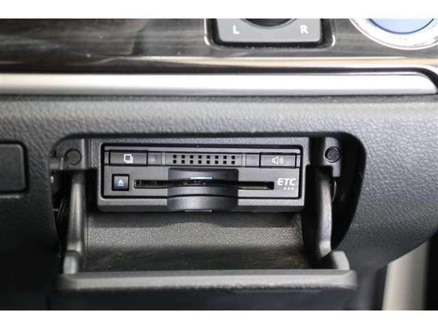 ■ETC装備■ビルトインタイプのETCです♪後付けのものと違い、見た目にも統一感を崩さず、運転席の周りがスッキリしてます!クルマの純粋なインテリアを楽しみたい方にオススメです!