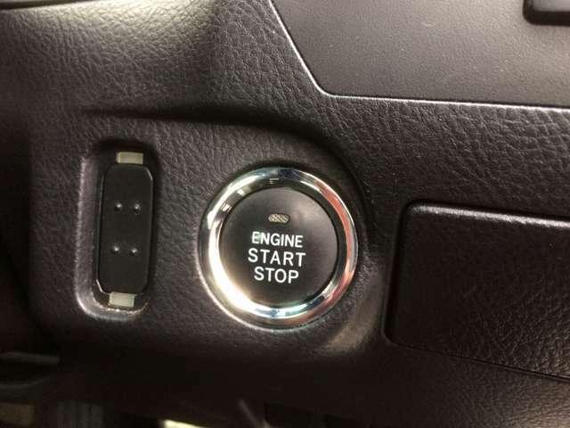 カギを使わなくてもエンジン始動が可能な、プッシュスタート搭載! カバンの中やポケットにカギを入れた状態でも、車のカギの開閉やエンジン始動が可能な、スマートキー対応です!
