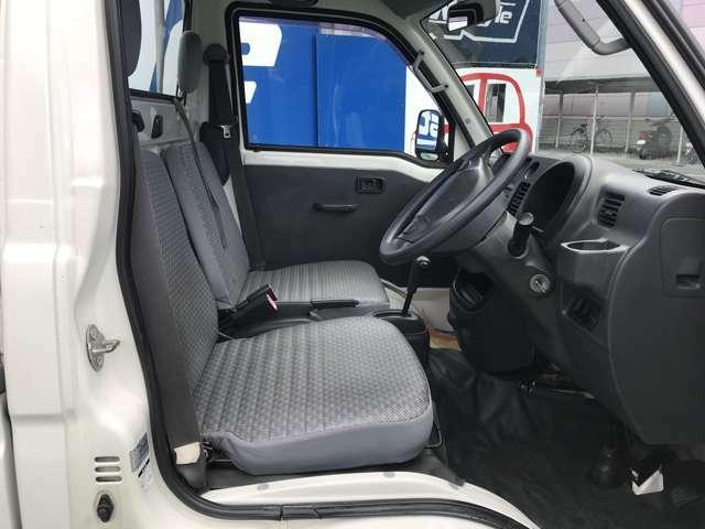 運転席・助手席とも綺麗な状態です!!座りに来てください!!