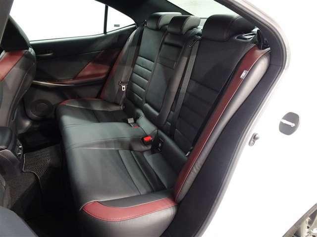 レクサス車に精通したスタッフがそろっておりますので、お客様の愛車を安心してお任せ下さい!