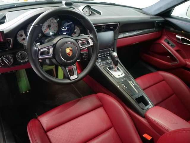 7速のPDKが装備されています。マニュアルだけがスポーツカーの楽しみ方ではないことを体感していただけます。