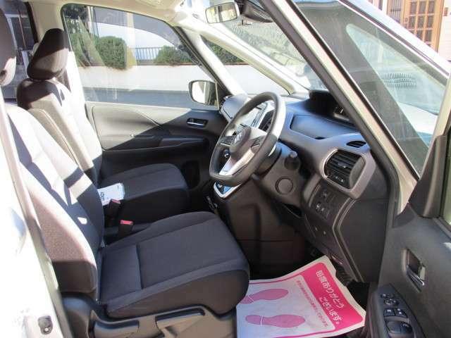 プッシュスタート&キーフリーシステム・運転席の座面リフットアップ調整・マルチインフォメーションディスプレー